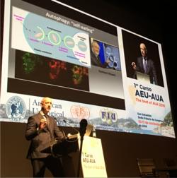 El Dr. Cris Evans en su presentación sobre Cáncer de Próstata Ier Curso AEU-AUA Donostia Nov 16